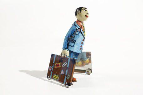 Estudiante con maletas