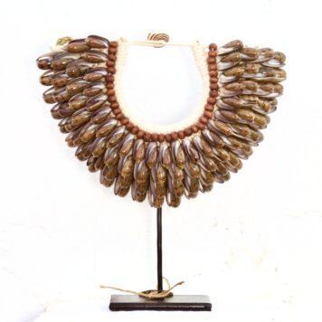 Medium Papuan Seashells Necklace Olive Green