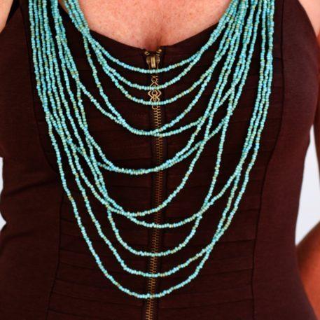 Collar de perlas multihebra turquesa