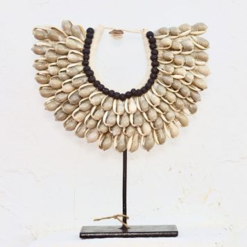 Medium Papuan Seashells Necklace Ivory