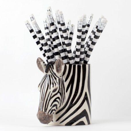 Encantadora jarra de lápices de cerámica cebra